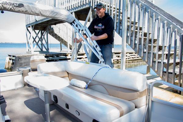 Boat-Grabbing-3